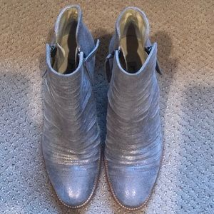 EUC Paul Green silver ankle booties
